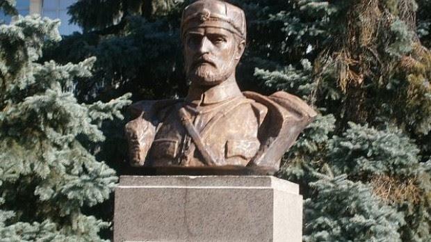 Бюст - паметник на Тодор Александров в Благоевград