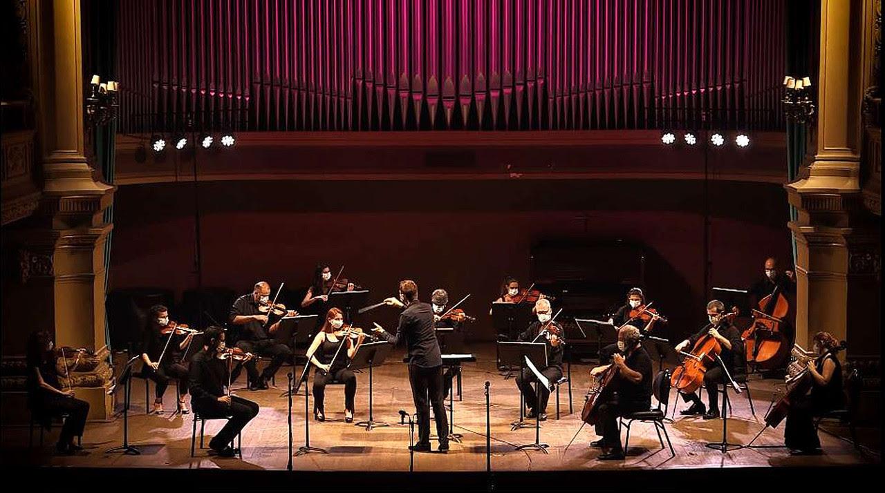 Cordas da Orquestra Sinfônica da UFRJ, sob regência de Tobias Volkman – Foto de divulgação