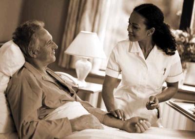 Chăm sóc không chỉ bằng thuốc men. Nguồn: blogs.jpmsonline.com