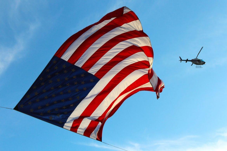 bandera-Estados-Unidos-democracias-Estados-Unidos-Francisco-Thoumi-1170x780