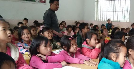 Longfu Children Receive School Supplies