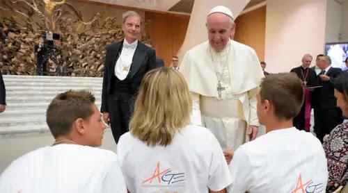 El Papa defiende la alianza entre maestros y familias para la educación de los hijos