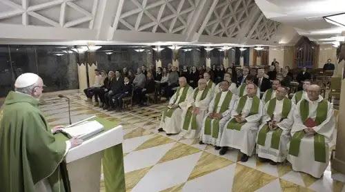 Un hombre o una mujer con el corazón débil son personas acabadas, señala el Papa