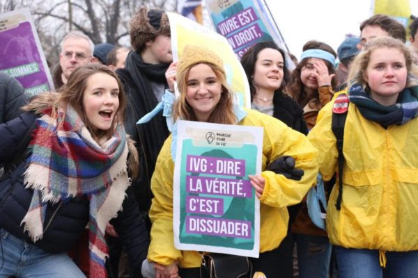 The flame of respect for life has been successfully passed on and is still burning strong in France. Paris manifestation pro life take to the streets
