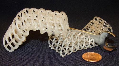 Rô bốt hình rắn được làm từ vật liệu có thể thay đổi hình dạng - Ảnh: MIT
