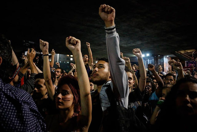 Manifestantes se reunieron en frente al Museo de Arte de São Paulo, en la Avenida Paulista, donde declararon oponerse a la extrema derecha - Créditos: José Eduardo Bernardes / Brasil de Fato
