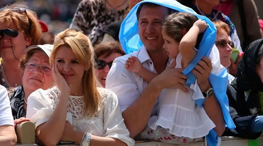 Papa Francisco defiende matrimonio hombre-mujer como signo del amor de Dios