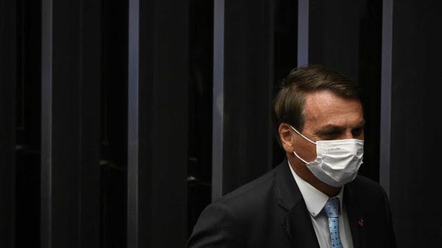 Ninguém está fazendo nada errado ou jogando fora, diz Bolsonaro sobre produção de cloroquina