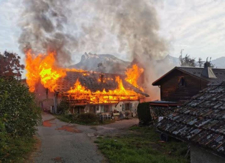 La commune de Saint-Gervais les bains lance une cagnotte solidaire pour aider François Curral, victime de l'incendie de sa ferme.