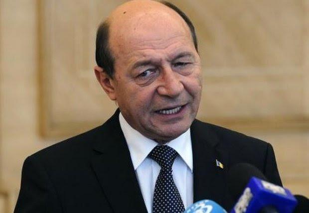 """Fost lider PMP, atac dur la Băsescu: """"Tu eşti Regina la care au ajuns marile şpăgi din România. Eşti un hoţ neprins"""" 72"""