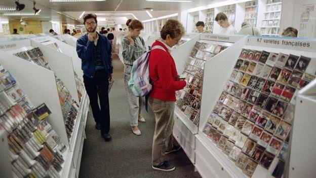 Loja de cassetes em Paris, em 1987