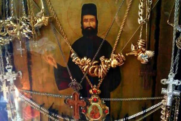 Αποτέλεσμα εικόνας για Συγκλονιστικό Î˜Î±Ï Î¼Î±: Έβλεπε τον Άγιο Î•Ï†Ï Î±Î¯Î¼ ζωντανό να κοιτάει τον κόσμο που τον ασπάζονταν