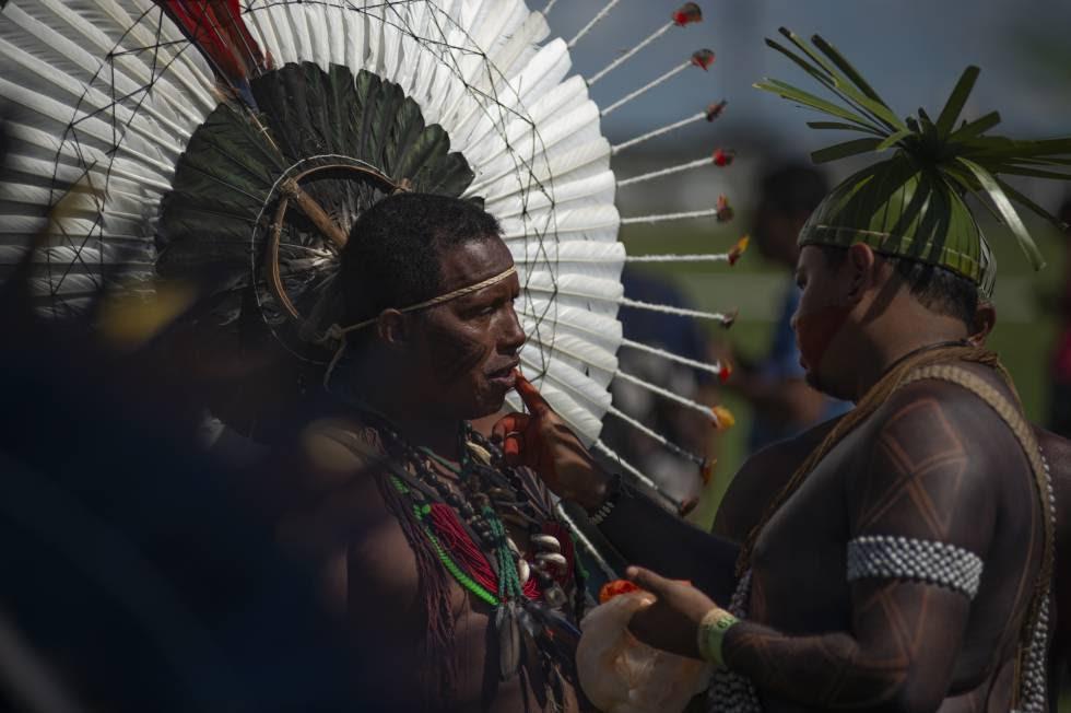 Indígenas en una protesta en Brasilia en abril.