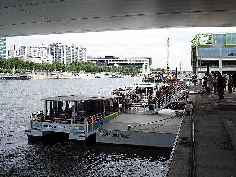 upload.wikimedia.org/wikipedia/commons/thumb/f/fb/Vogueo_-_Escale_Austerlitz_01.jpg/799px-Vogueo_-_Escale_Austerlitz_01.jpg