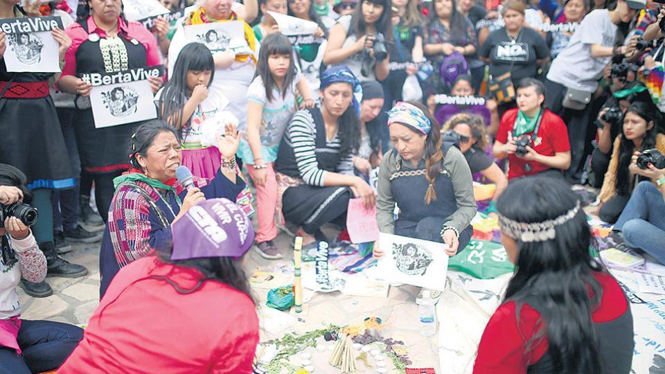 Mujeres de Bolivia, Guatemala, de los territorios ocupados, reunidas para nombrarse feministas.