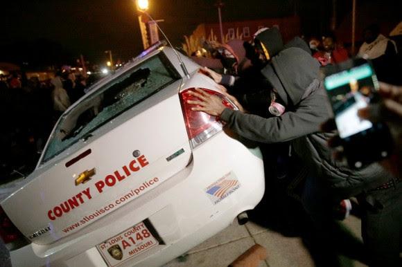 Estallan protestas en Ferguson121