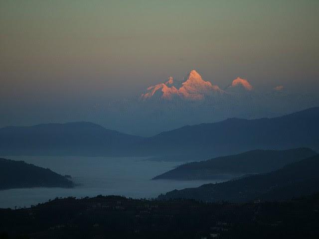 Thầy Ricard thường lên núi ngắm mặt trời mọc.