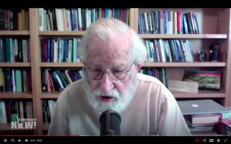 <p>Noam Chomsky, durante la entrevista vía telemática, con Amy Goodman.</p>