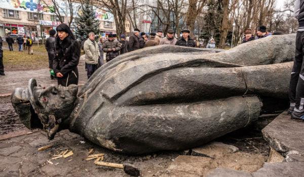 Lenin statue in Ukraine, 2014