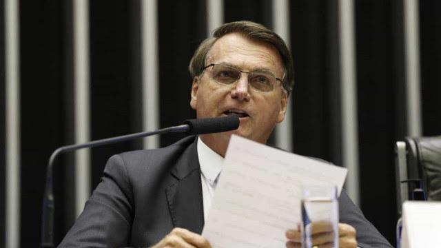 Bolsonaro reclama por não receber fotos no Facebook, mas usa configuração que impede