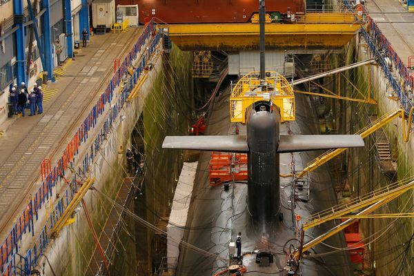 L'Île-Longue est, depuis 1970, le port base des                 sous-marins nucléaires lanceurs d'engins français