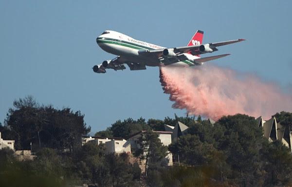 Το μεγαλύτερο πυροσβεστικό αεροπλάνο του κόσμου επιστρατεύει η Καλιφόρνια