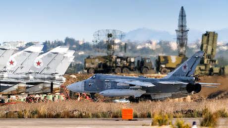 Aviones militares rusos en la base militar de Jmeimim, Siria.