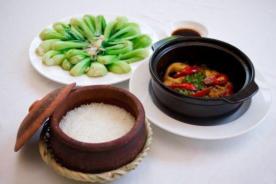 http://media.foody.vn/images/Set-an-cho-02-nguoi-Com-nieu-ca-kho-canh-rau-xao-trang-mieng-tai-Com-nieu-Duong-Dong-Chi-115000d.jpg