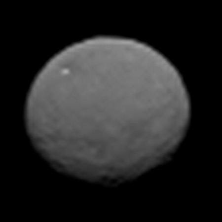 Ceres: Dawn spies dwarf planet