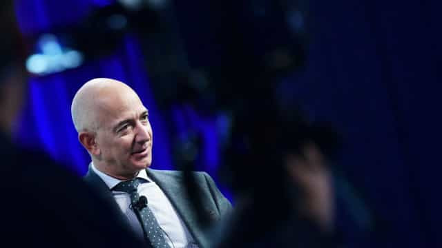 Jeff Bezos com lugar marcado no 1.º voo turístico espacial da Blue Origin