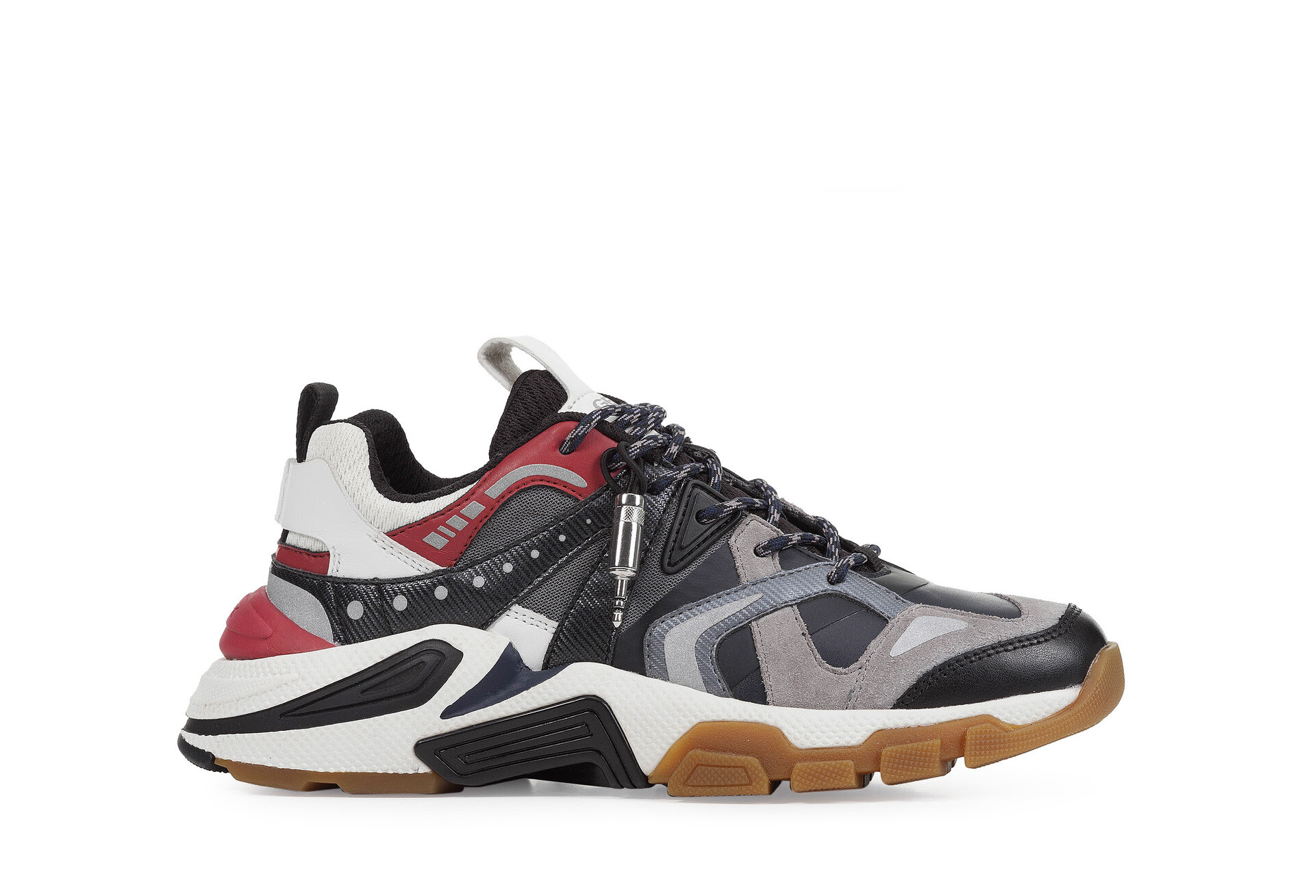 b4dffd80 139b 45e7 b146 762ee9d2b8f8 - Kaia Gerber tiene la selección de prendas y calzado perfectos para hacer deporte en casa