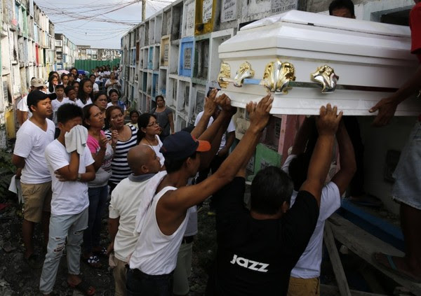 Mourners carry the coffin of a person shot dead by unidentified gunmen north of Manila on April 8. (Francis R. Malasig/European Pressphoto Agency)
