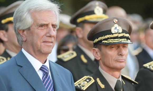 Tabaré Vázquez y José González en acto de asunción. Foto: Nicolás Pereyra