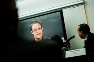 Edward J. Snowden, on a screen via satellite from Moscow, spoke on Wednesday during a news conference about a new campaign to persuade President Obama to pardon him.