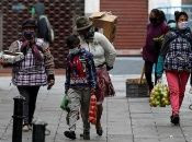 Miles de ecuatorianos se ven obligados a salir a trabajar, pese a la situación que presenta la pandemia en el país.