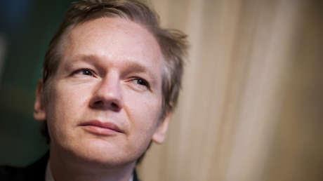 El papa Francisco envía a Assange un mensaje personal