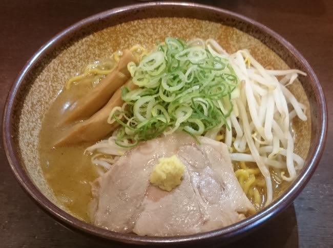 パクチー味噌ラーメン 800円