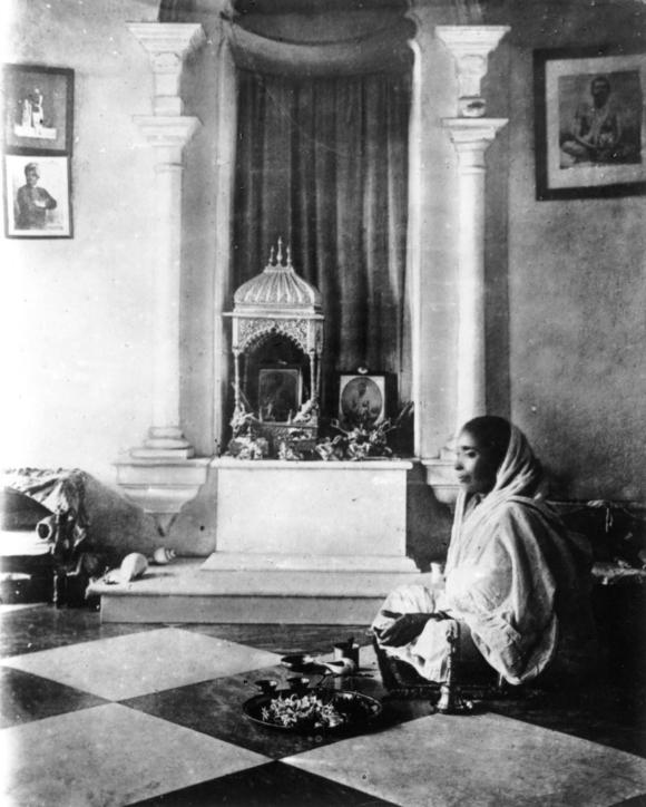 Sri Sarada Devi, worshipping Sri Ramakrishna