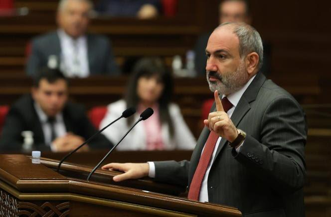 Nikol Pachinian est premier ministre par intérim depuis sa démission, le 25avril, pour permettre la tenue d'élections législatives anticipées le 20juin.
