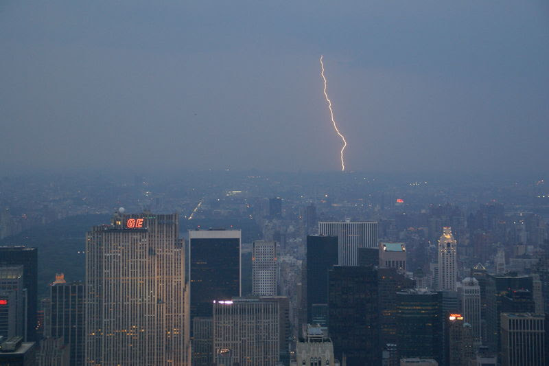 File:2008.06.07.202332 Lightning Empire State NYC.jpg