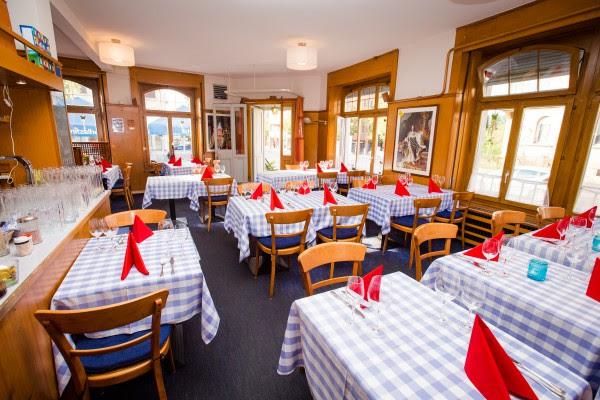 http://www.schnitzelhuus.com/wp-content/uploads/2014/09/restaurant_hauptrestaurant-e1410177870930.jpg
