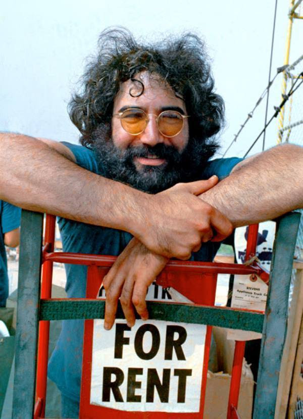 46 Years Ago Today, 500,000 People Descended On A Farm For The Greatest Music Festival Of All Time Jerry-garcia