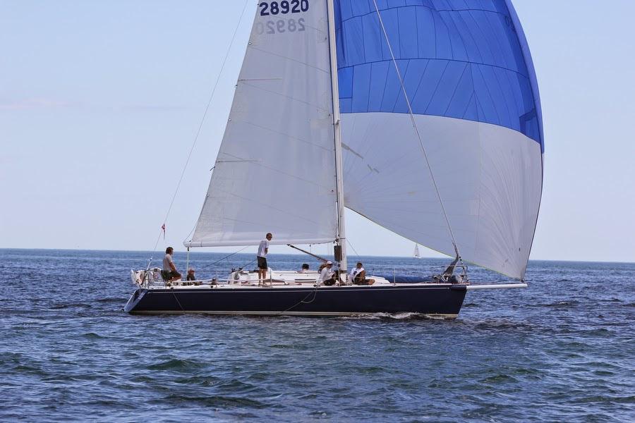 J/120 sailing offshore to Bermuda