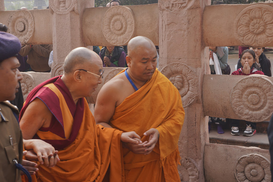 His Holiness the Dalai Lama continuing his round of the Mahabodhi Temple in Bodhgaya, Bihar, India on December 29, 2016. Photo/Jeremy Russell/OHHDL