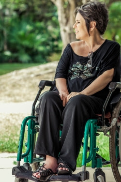 Doris Azevedo teve Esclerose Múltipla que a deixou cadeirante. Suas habilidades continuam as mesmas, só que agora com uma visão maior para a inclusão.