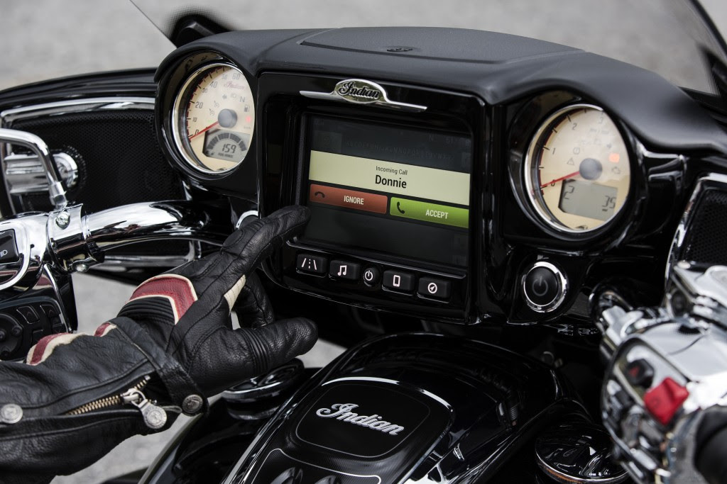 IND-MY17_INFOTAINMENT_ROADMASTER_BLACK-CREAM_253